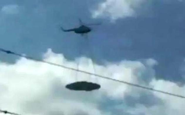 """Elicopter militar al Armatei Federației Ruse, surprins în zona Siberiană în timp ce """"transporta"""" un OZN"""