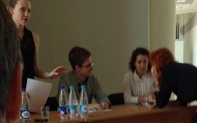 Edward Snowden, cu puțin timp înainte de a susține conferința de presă