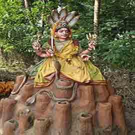 Altar pentru ofrande al folosit în prezent de urmașii poporului naga